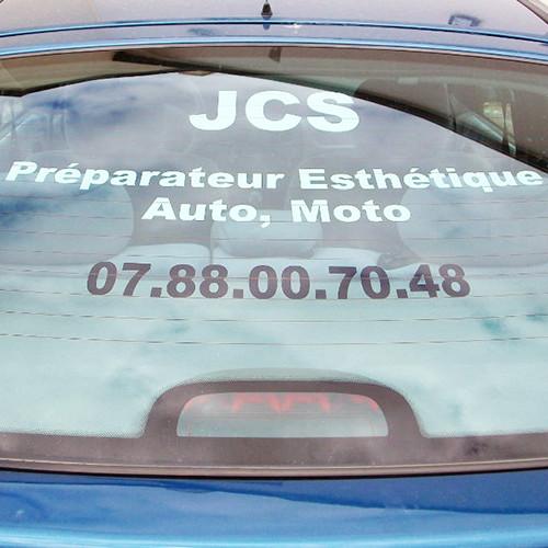 Lettrage adhésif pour véhicule